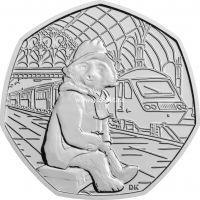 Великобритания 50 пенсов 2018 года Медвежонок Паддингтон на вокзале.